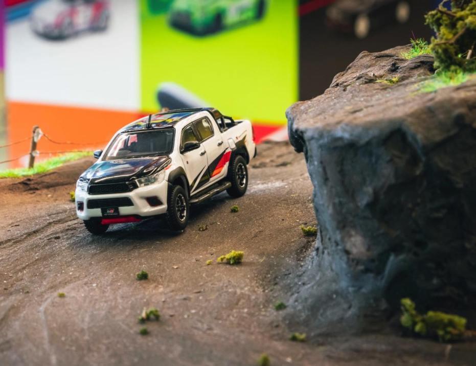 Tarmac-Works-Toyota-Hilux-TRD-Toyota-Gazoo-Racing-001