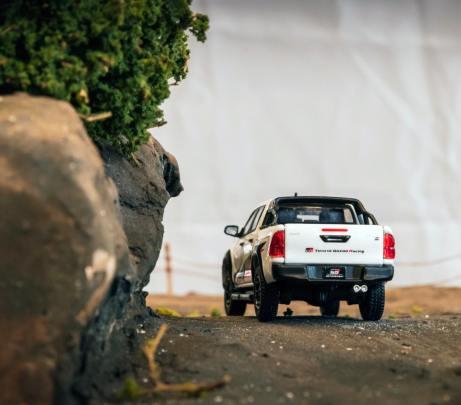Tarmac-Works-Toyota-Hilux-TRD-Toyota-Gazoo-Racing-003