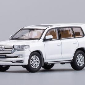 Hobby-Japan-Minicar-Project-Toyota-Land-Cruiser-200-blanc-003