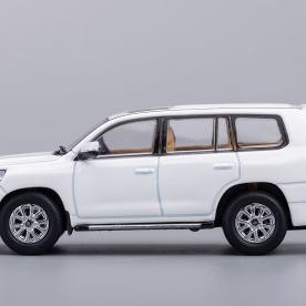 Hobby-Japan-Minicar-Project-Toyota-Land-Cruiser-200-blanc-005