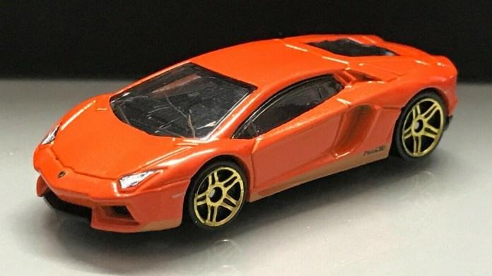 Hot-Wheels-Lamborghini-Aventador-Miura-Homage-001
