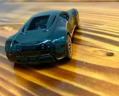 Hot-Wheels-Mainline-2021-Bugatti-Veyron-003