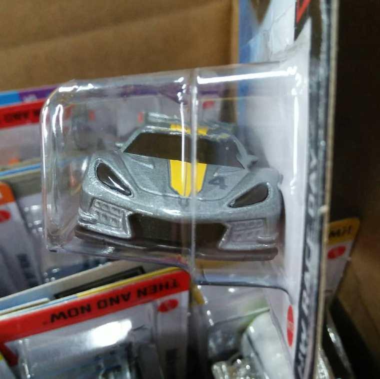 Hot-Wheels-Mainline-2021-Chevrolet-Corvette-C8-R-003