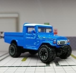 Hot-Wheels-Mainline-2021-Toyota-Land-Cruiser-FJ45-Pickup-001