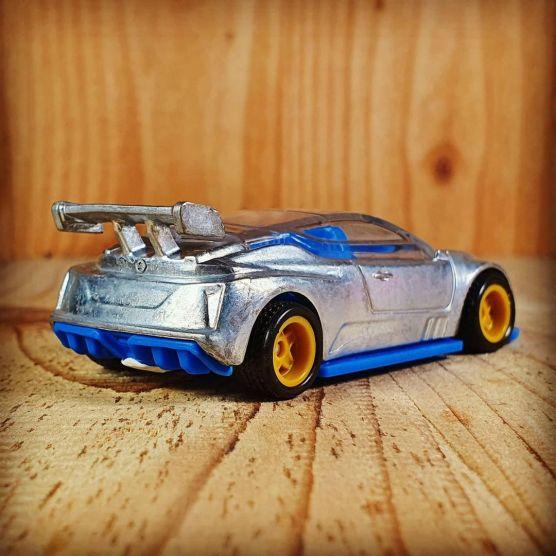 Hot-Wheels-Nissan-Leaf-Nismo-RC-02-002