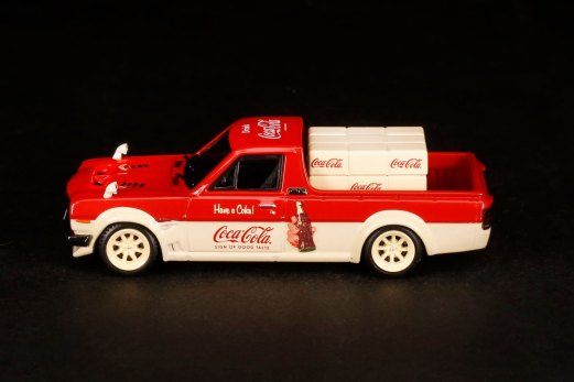 Inno64-x-ToyEast-Nissan-Sunny-Hakotora-Coca-Cola-Pickup-Truck-005