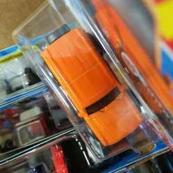 Hot-Wheels-2021-Orange-Ford-Bronco-005