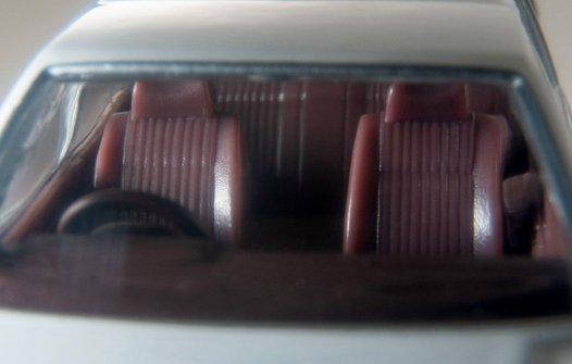 Tomica-Limited-Vintage-Neo-Nissan-Gloria-Wagon-GL-blanc-007