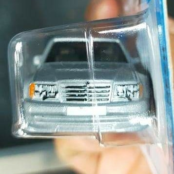 Hot-Wheels-Mainline-2021-Mercedes-Benz-500E-002