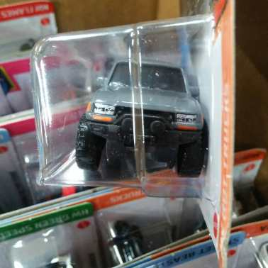 Hot-Wheels-Mainline-2021-Toyota-Land-Cruiser-80-003