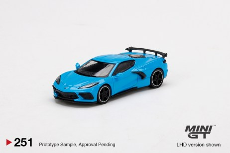 Mini-GT-Chevrolet-Corvette-Stingray-Rapid-Blue-001