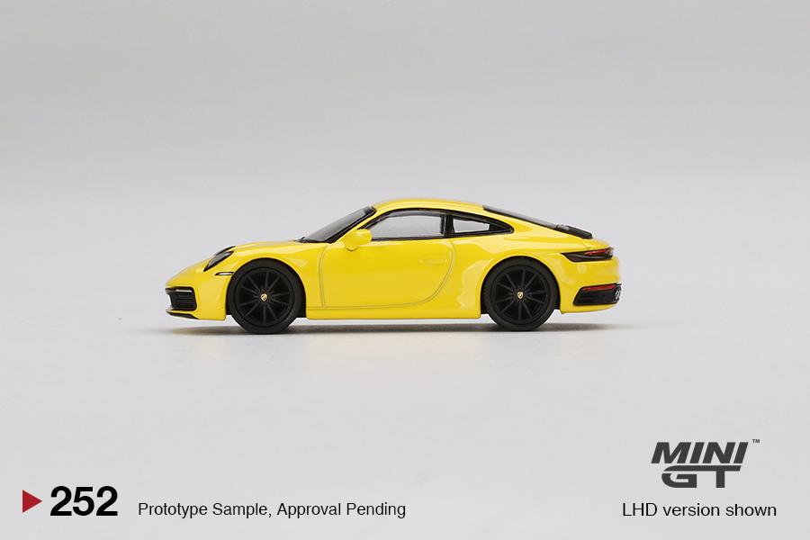 Mini-GT-Porsche-911-Carrera-4S-Racing-Yellow-003