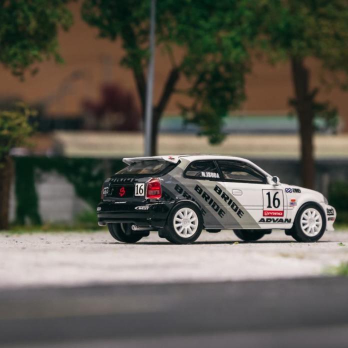 Tarmac-Works-Honda-Civic-Type-R-EK9-Bride-Racing-002