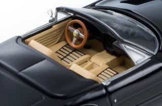Tomica-Limited-Vintage-Ferrari-365-GT-S4-004