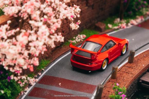 Tarmac-Works-Porsche-993-GT2-by-Schuco-004