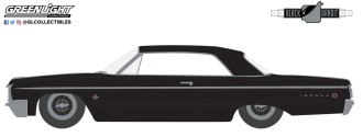 GreenLight-Collectibles-Black-Bandit-26-1964-Chevrolet-Impala-Lowrider