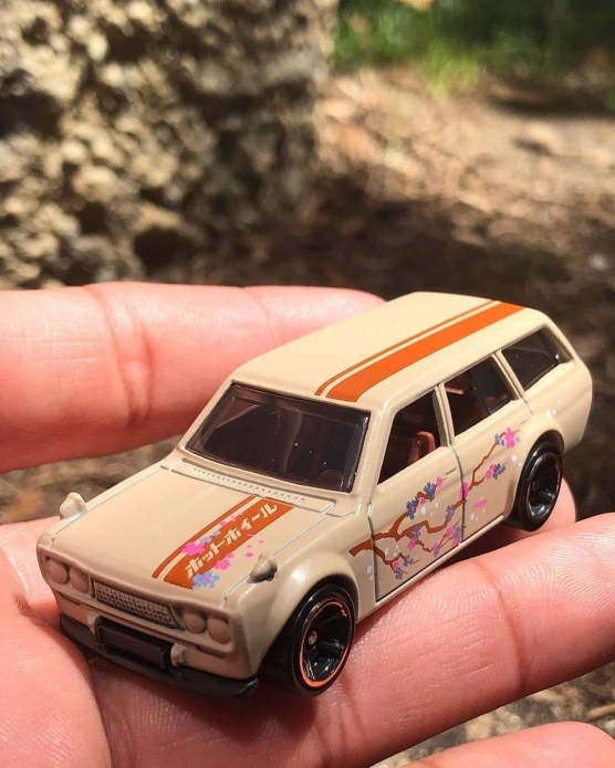 Hot-Wheels-Nightburnerz-5-Pack-71-Datsun-Bluebird-510-Wagon-001