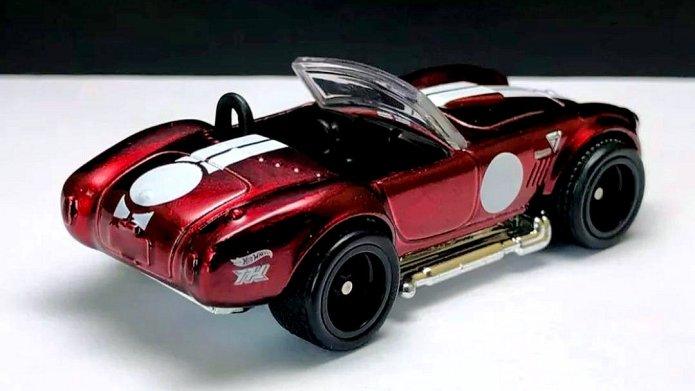 Hot-Wheels-Super-Treasure-Hunt-2021-Classic-Cobra-002