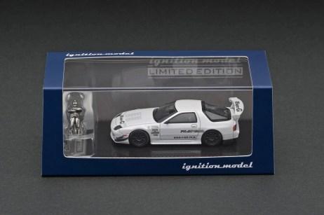 Ignition-Model-Mazda-RX-7-FC3S-RE-Amemiya-White-With-Mr-Amemiya-003
