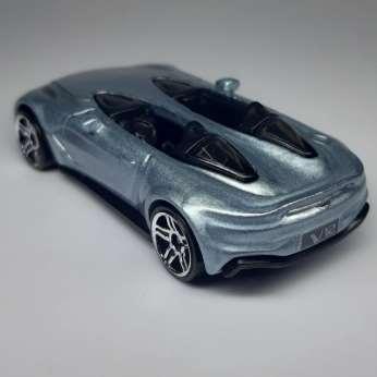 Hot-Wheels-Mainline-2021-Aston-Martin-V12-Speedster-004