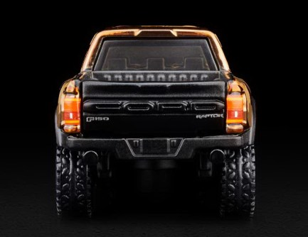Hot-Wheels-Red-Line-Club-2021-Ford-F-150-Raptor-Camo-002