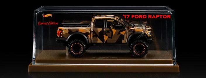 Hot-Wheels-Red-Line-Club-2021-Ford-F-150-Raptor-Camo-006
