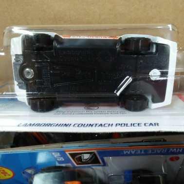 Hot-Wheels-Treasure-Hunt-2021-Lamborghini-Countach-Police-Car-006