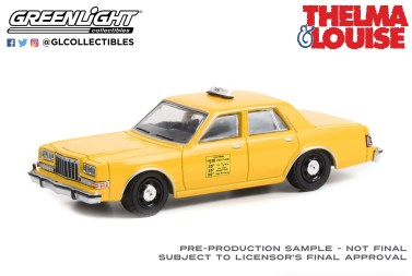 GreenLight-Collectibles-Hollywood-Special-Edition-Thelma-et-Louise-1984-Dodge-Diplomat-Taxi