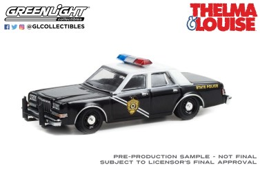 GreenLight-Collectibles-Hollywood-Special-Edition-Thelma-et-Louise-1984-Dodge-Diplomat