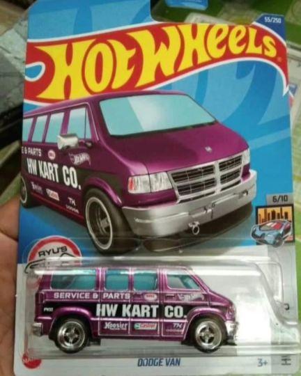 Hot-Wheels-2022-Super-Treasure-Hunt-Dodge-Van-001