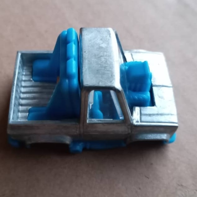 Hot-Wheels-83-Tooned-Chevy-Silverado-001