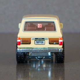Hot-Wheels-Car-Culture-Toyota-Toyota-Landcruiser-FJ60-005