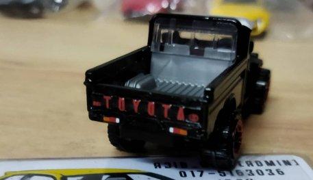 Hot-Wheels-Mainline-Toyota-Land-Cruiser-FJ45-Pickup-002
