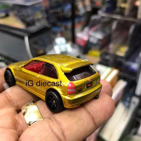 Hot-Wheels-Super-Treasure-Hunt-2022-99-Honda-Civic-Type-R-EK9-002
