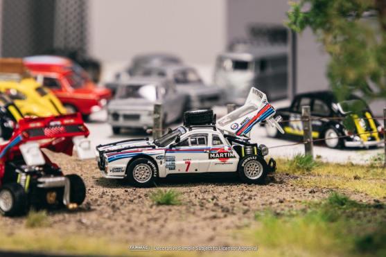 Tarmac-Works-Lancia-037-Rally-001