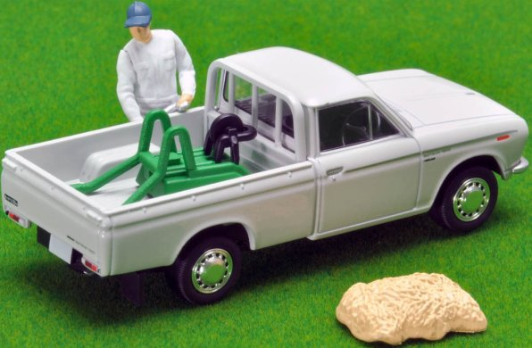 Tomica-Limited-Vintage-Neo-Datsun-Truck-1300-Deluxe-White-005