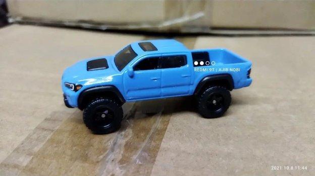 Hot-Wheels-2022-2020-Toyota-Tacoma-003