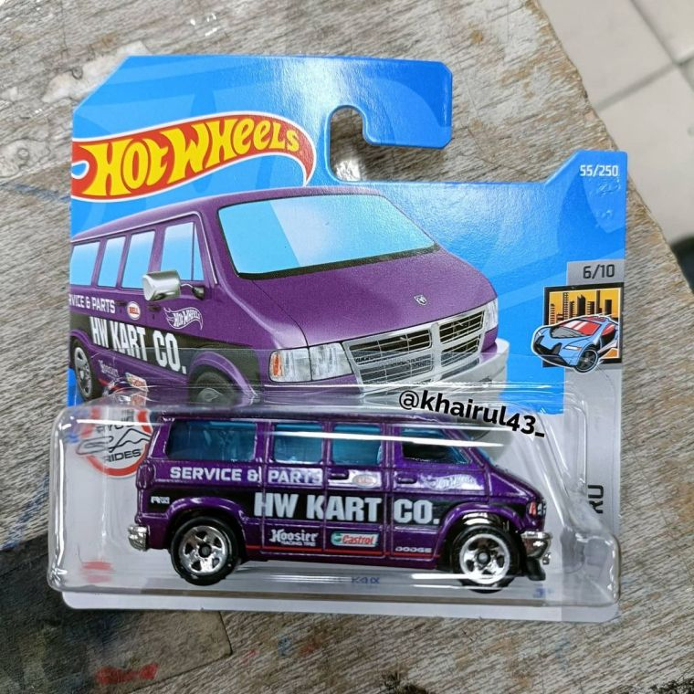 Hot-Wheels-Mainline-2022-Dodge-Van-001
