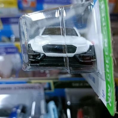 Hot-Wheels-Mainline-2022-Ford-Mustang-Mach-E-1400-003