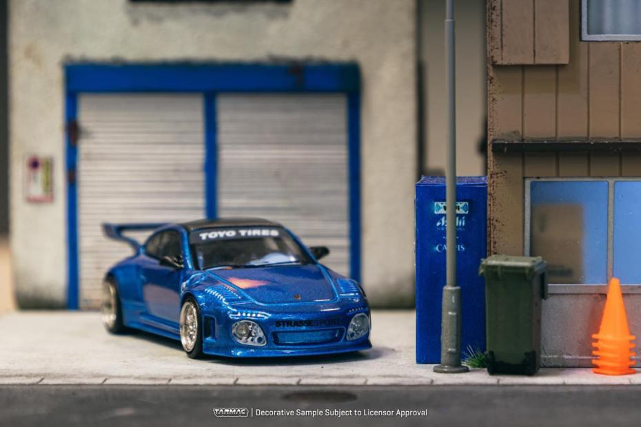 Tarmac-Works-Porsche-997-Old-and-New-Blue-Metallic-001