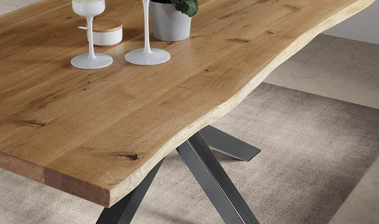 table en chene massif et pied central en metal woody 1
