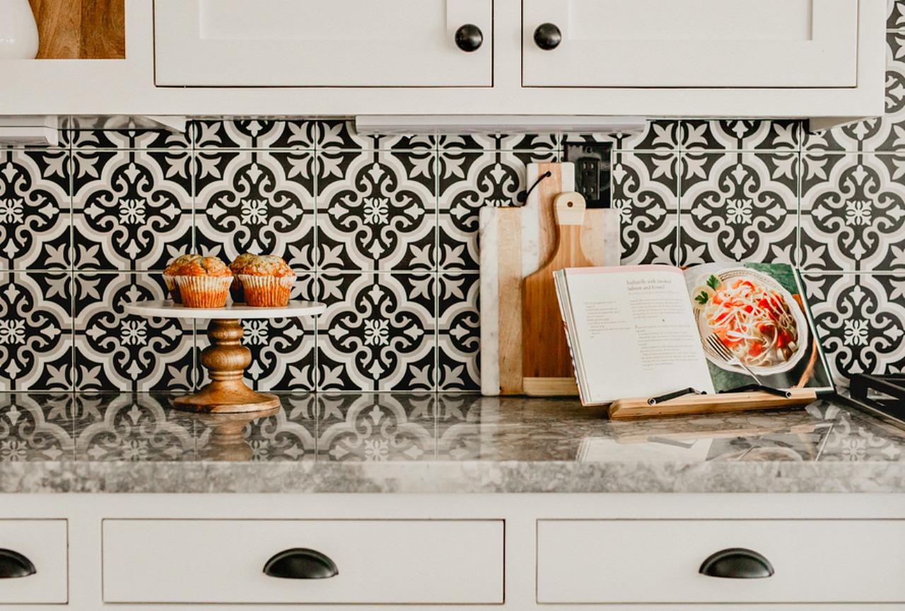 kitchen backsplash installation with