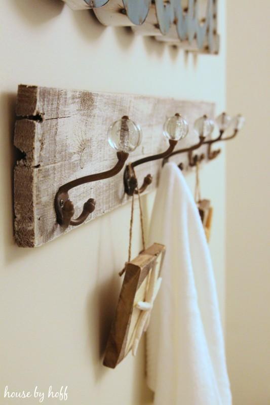 towel rack from pallet wood