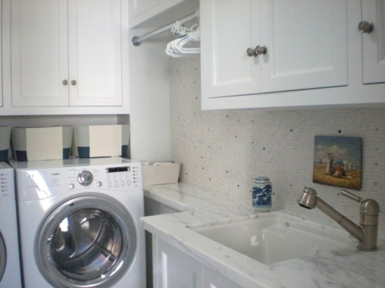 19 upstairs laundry room