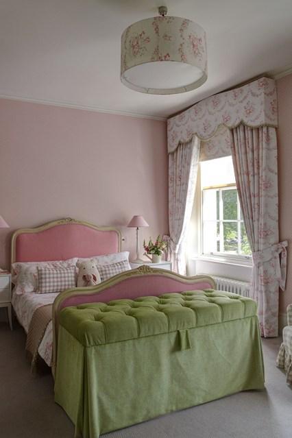 Come decorare la cameretta dei bambini - Lettino attaccato al letto ...
