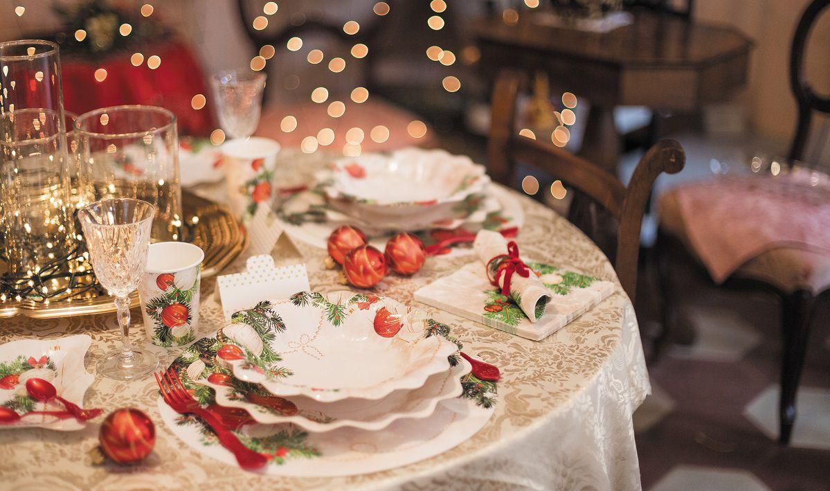 Come Addobbare Un Tavolo Per Confettata decora la tavola di natale con le collezioni disponibili su