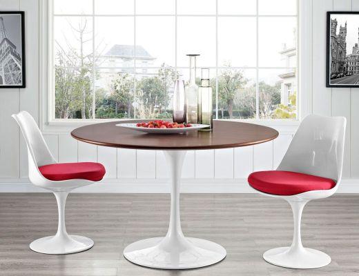 Saarinen tavolo e sedie