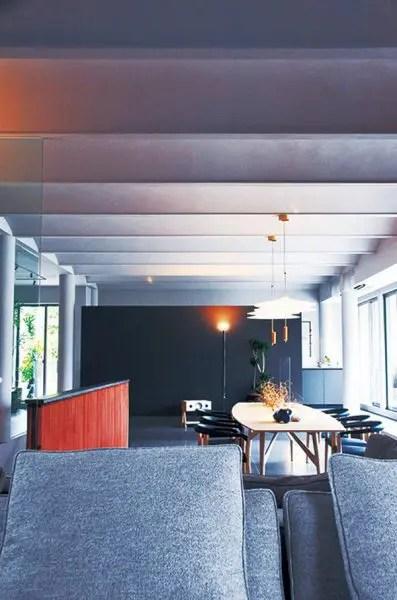 整然と並ぶ列柱とアーチ天井