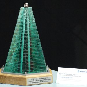 rolls-royce-asian-award-outstanding-application-continuous-learning-development-glass-steel-sculpture