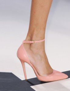 Pointed heels and toes